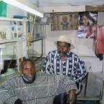 Nairobi, Kenya (Barber's shop a Korogocho) - foto di Bosio