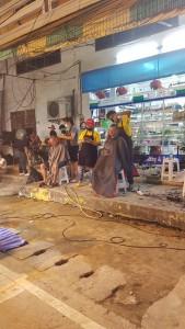Street barber at the market in KOH SAMUI Thailand - foto di Manuel Mantellini
